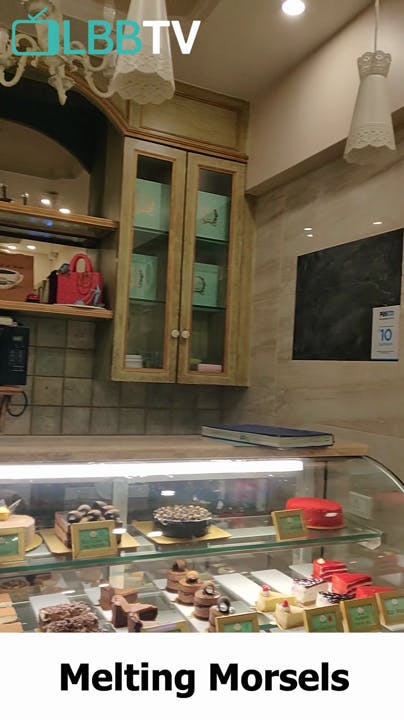 Bakery,Pâtisserie,Display case,Delicatessen,Interior design,Building,Room,Food,Cuisine,Brunch
