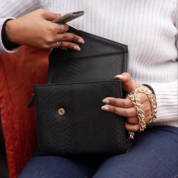 Fashion accessory,Leather,Wallet,Bag,Hand,Finger,Handbag
