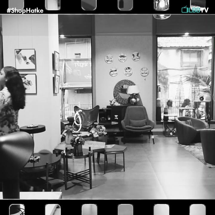 Black-and-white,Black,Monochrome,Monochrome photography,Beauty salon,Snapshot,Room,Building,Photography,Interior design