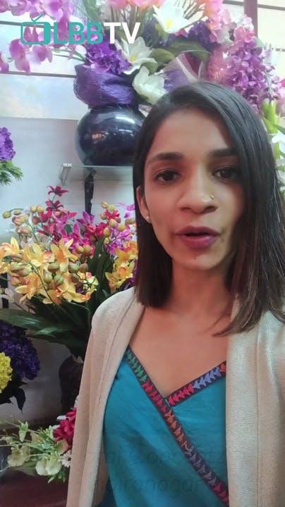 Hair,Face,Purple,Lady,Beauty,Lavender,Flower,Floral design,Floristry,Flower Arranging
