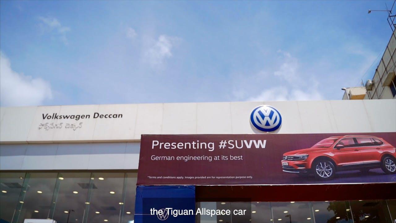 Land vehicle,Vehicle,Car,Luxury vehicle,Personal luxury car,Car dealership,Advertising,Family car,Bmw,Compact car