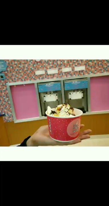 Pink,Cup,Food,Dairy,Dessert,Table,Ice cream,Sweetness,Frozen dessert,Gelato