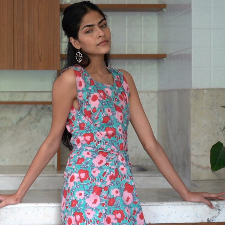 Clothing,Fashion model,Blue,Dress,Photo shoot,Beauty,Leg,Turquoise,Thigh,Fashion