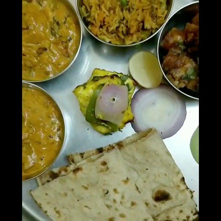 Dish,Food,Cuisine,Naan,Ingredient,Chapati,Roti,Paratha,Punjabi cuisine,Indian cuisine