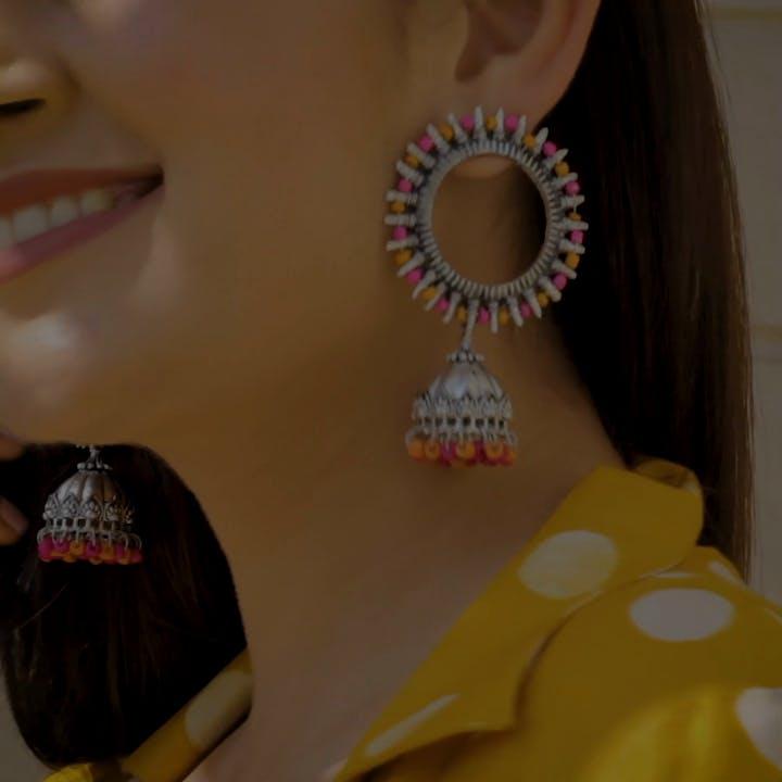 Yellow,Neck,Fashion accessory,Jewellery