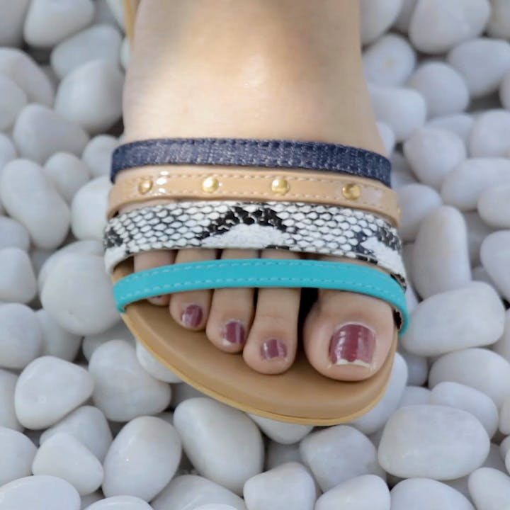 Footwear,Fashion accessory,Jewellery,Turquoise,Bracelet,Leg,Toe,Child,Hand,Foot