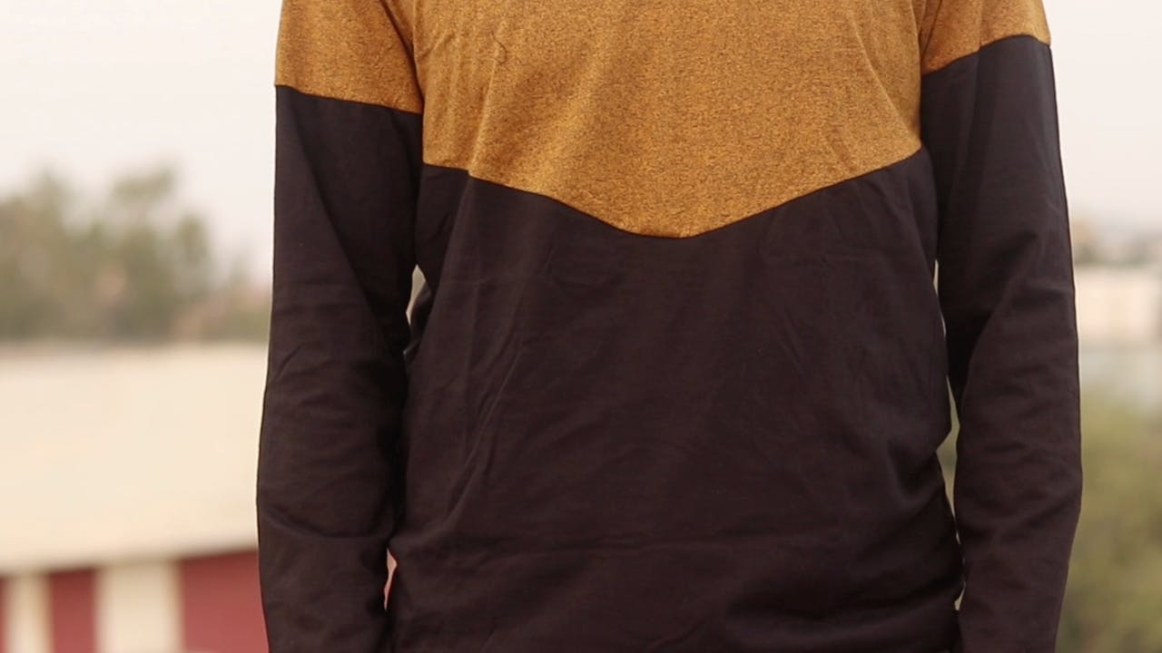 Clothing,Shoulder,Long-sleeved t-shirt,Sleeve,T-shirt,Maroon,Neck,Joint,Outerwear,Arm