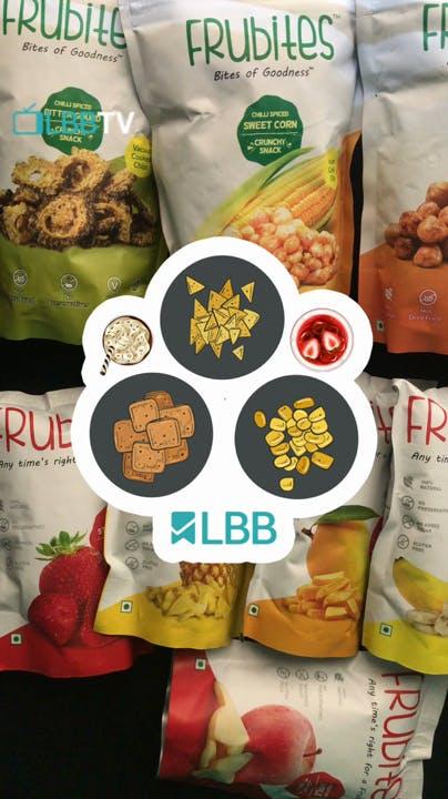 Natural foods,Food,Pineapple,Food group,Vegan nutrition,Ananas,Fruit,Snack,Plant,Vegetarian food