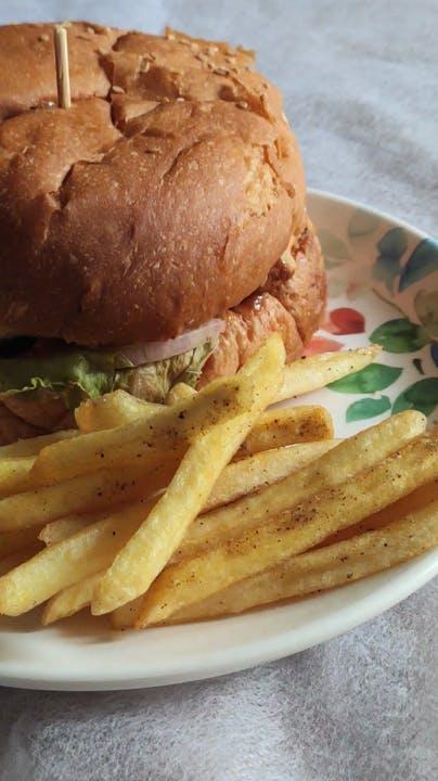 Dish,Food,Cuisine,Junk food,Fast food,Ingredient,French fries,Hamburger,Veggie burger,Fried food