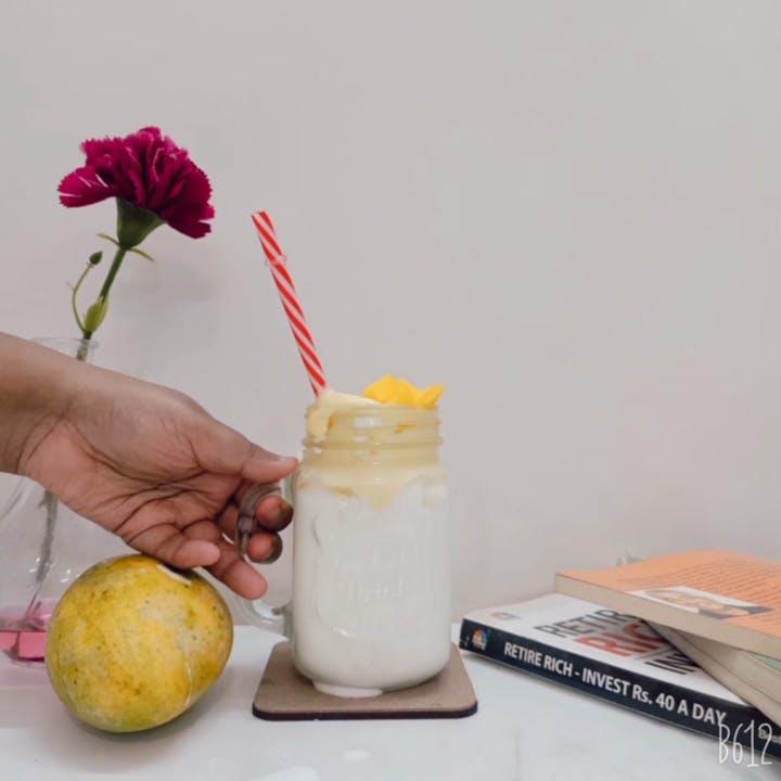 Smoothie,Food,Drink,Mason jar,Milkshake,Plant,Lemonade,Lassi,Lemon,Flower