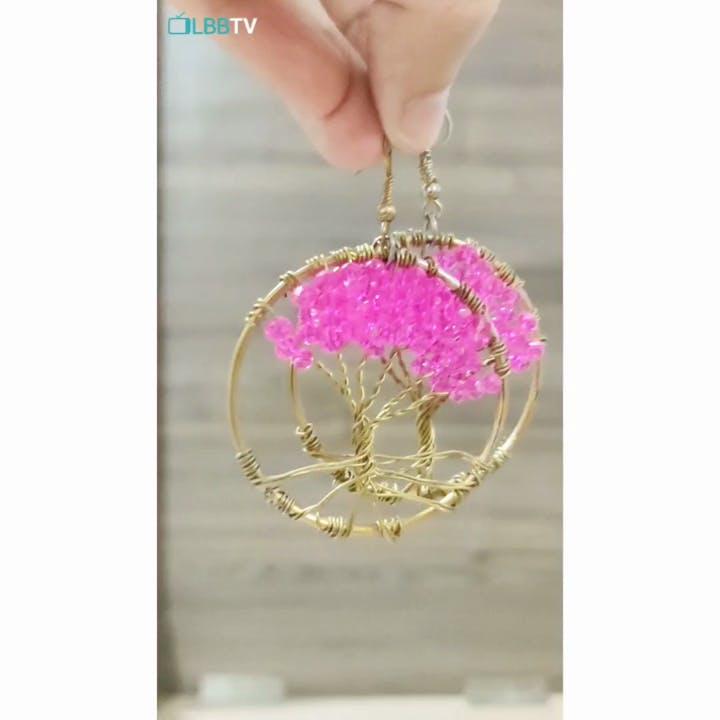 Pink,Fashion accessory,Jewellery,Magenta,Chain,Body jewelry,Ornament,Pendant,Crystal,Metal