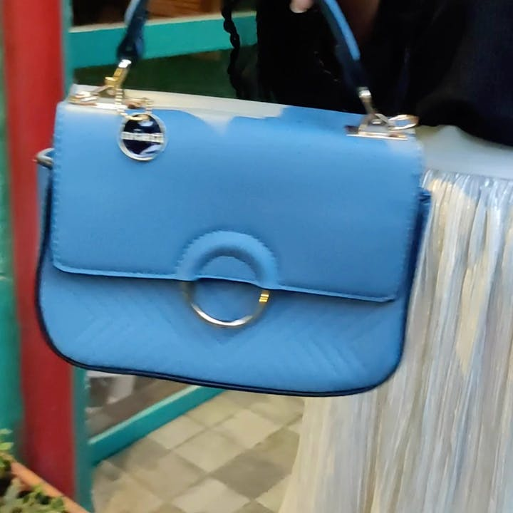 Blue,Bag,Handbag,Electric blue,Turquoise,Leather,Fashion accessory,Teal,Material property,Satchel
