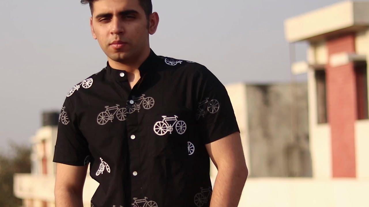 T-shirt,Clothing,Black,Sleeve,Top,Outerwear,Neck,Font,Collar,Uniform