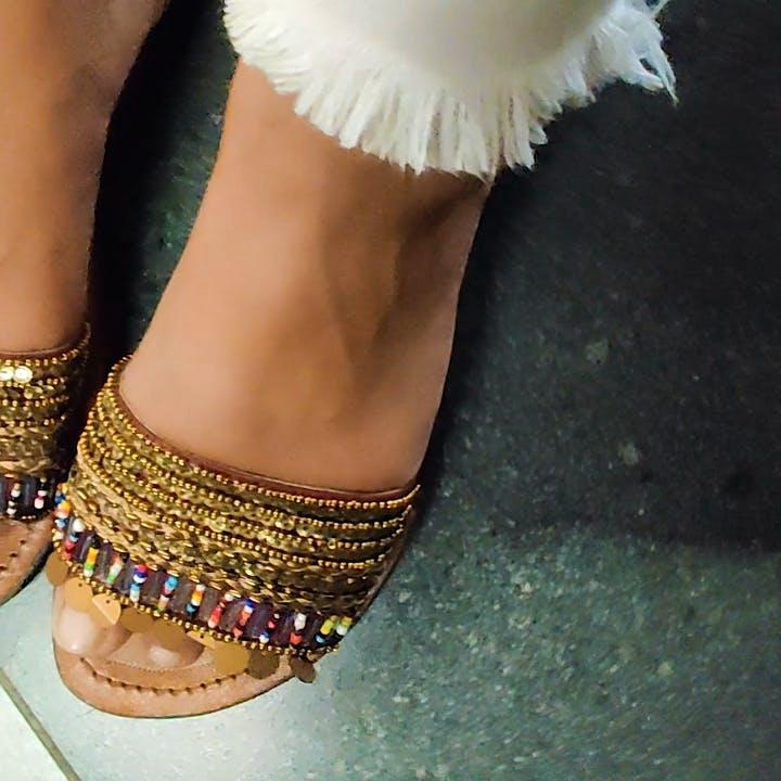 Footwear,Shoe,Leg,Sandal,Ankle,Human leg,High heels,Joint,Foot,Toe