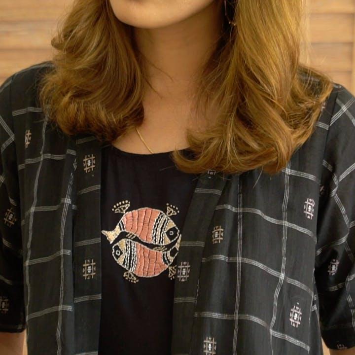 Clothing,T-shirt,Plaid,Neck,Sleeve,Tartan,Pattern,Design,Shoulder,Outerwear