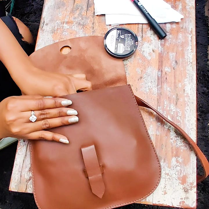 Leather,Tan,Bag,Brown,Handbag,Hand,Shoulder,Fashion accessory,Neck
